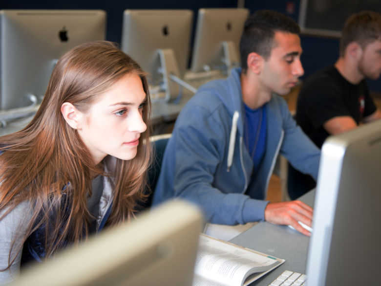 students work in a Penn State Beaver computer lab