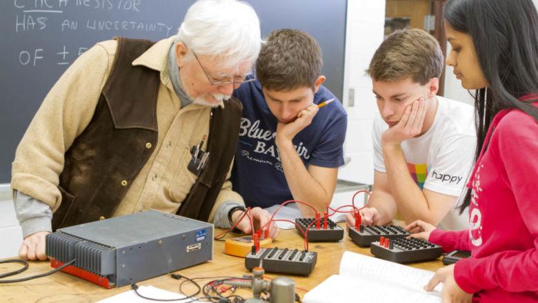 Leo Takahashi works with three students